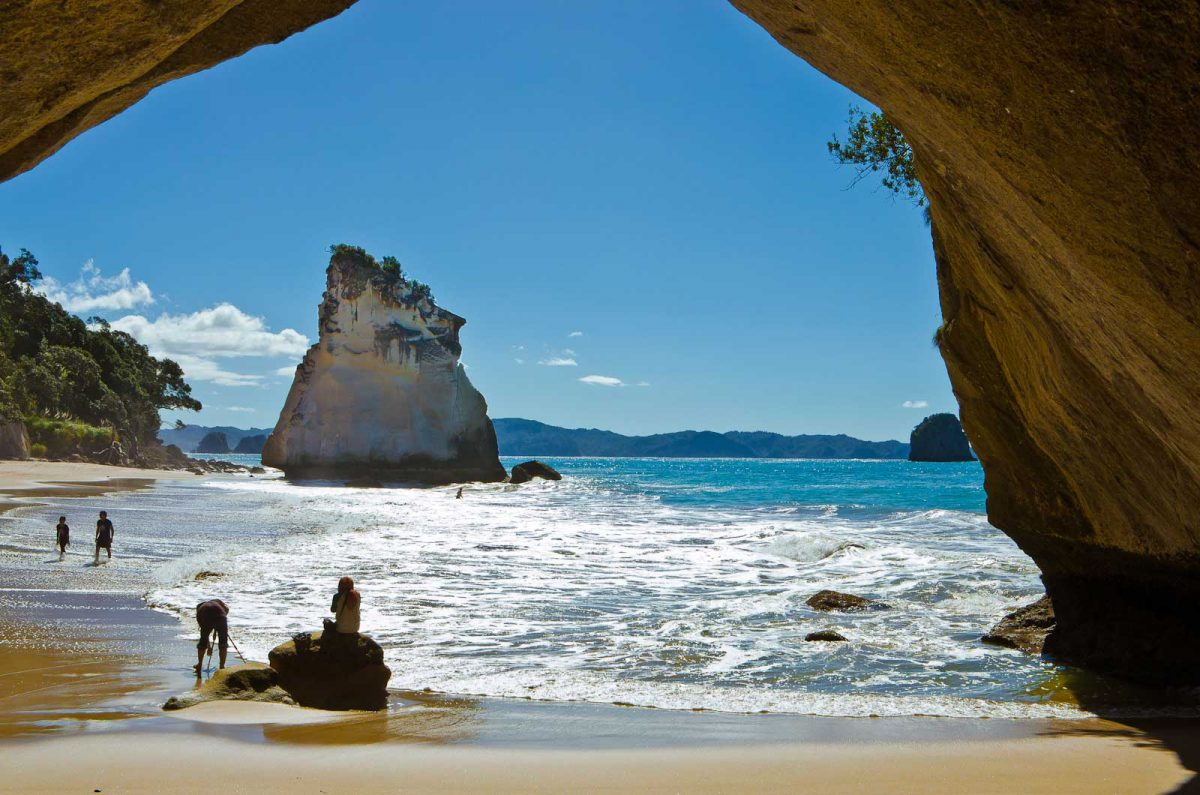 Backpacker Bus Coromandel: Cathedral Cove