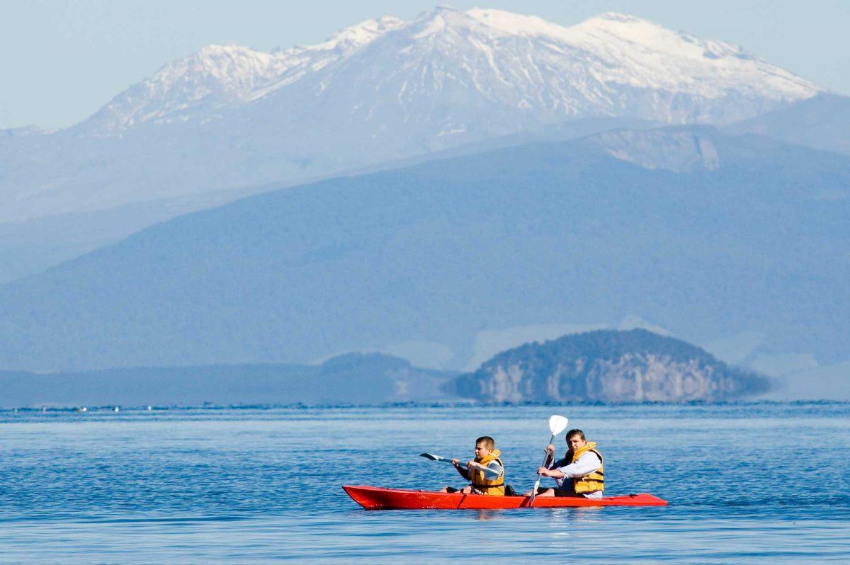 Lake Taupo - Backpacker Bus