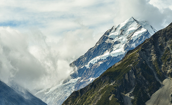 Aoraki Mt Cook - a highlight during any New Zealand bus travel.