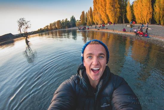 Lake Wanaka selfie featuring inour New Zealand selfie spots list.